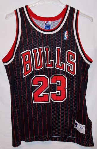 Vintage Chicago Bulls 23 Jersey Michael Jordan Red Black Basketball Size 44 ff45062d2
