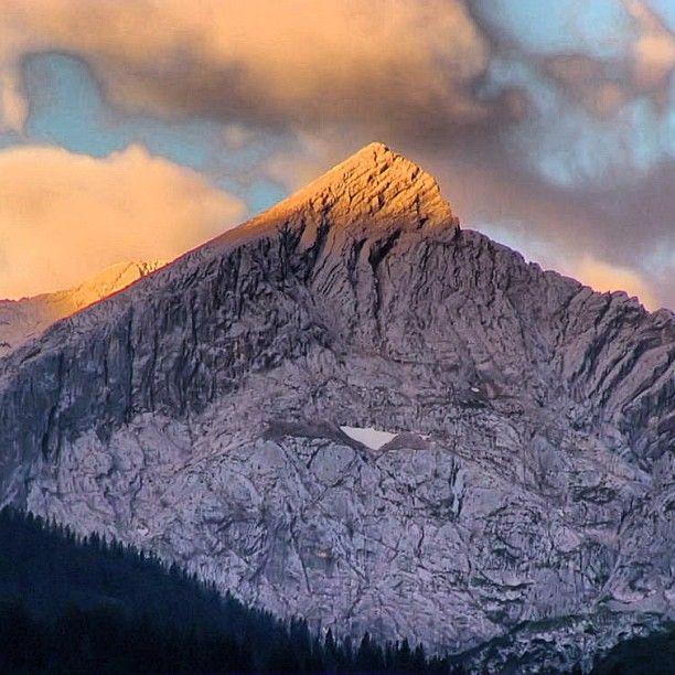 guten morgen die alpspitze heute fr h garmisch partenkirchen wettersteingebirge berge. Black Bedroom Furniture Sets. Home Design Ideas