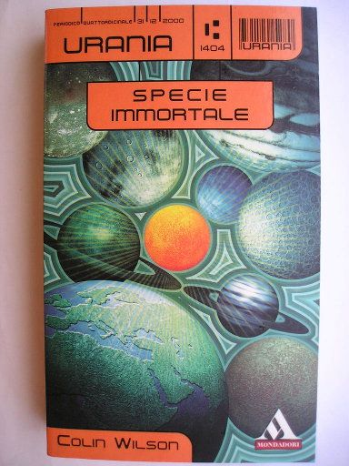 """Il romanzo """"Specie immortale"""" (""""The Philosopher's Stone"""") di Colin Wilson è stato pubblicato per la prima volta nel 1969. In Italia è stato pubblicato come """"La pietra filosofale"""" da MEB nel n. 6 di """"SAGA"""" e come """"Specie immortale"""" da Mondadori nel n. 1404 di """"Urania"""" e nel n. 152 di """"Urania Collezione"""" nella traduzione di Teobaldo Del Tanaro. Immagine di copertina di Jacopo Bruno per l'edizione """"Urania"""". Clicca per leggere una recensione di questo romanzo!"""