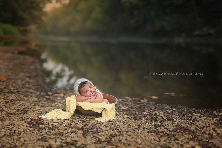 Outdoor Newborn photography. Outdoor Newborn posing ideas. Outdoor Newborn posing ideas by the river. Newborn in wood bowl posing ideas outdoors. Newborn Photographer Bucks County PA | Doylestown PA