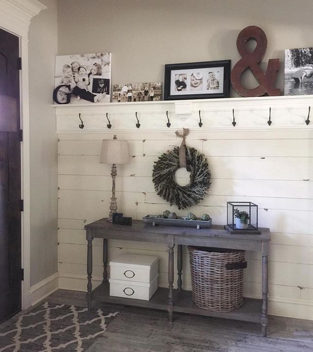 Home Decorating Ideas Farmhouse This entry way is absolutely DARLING