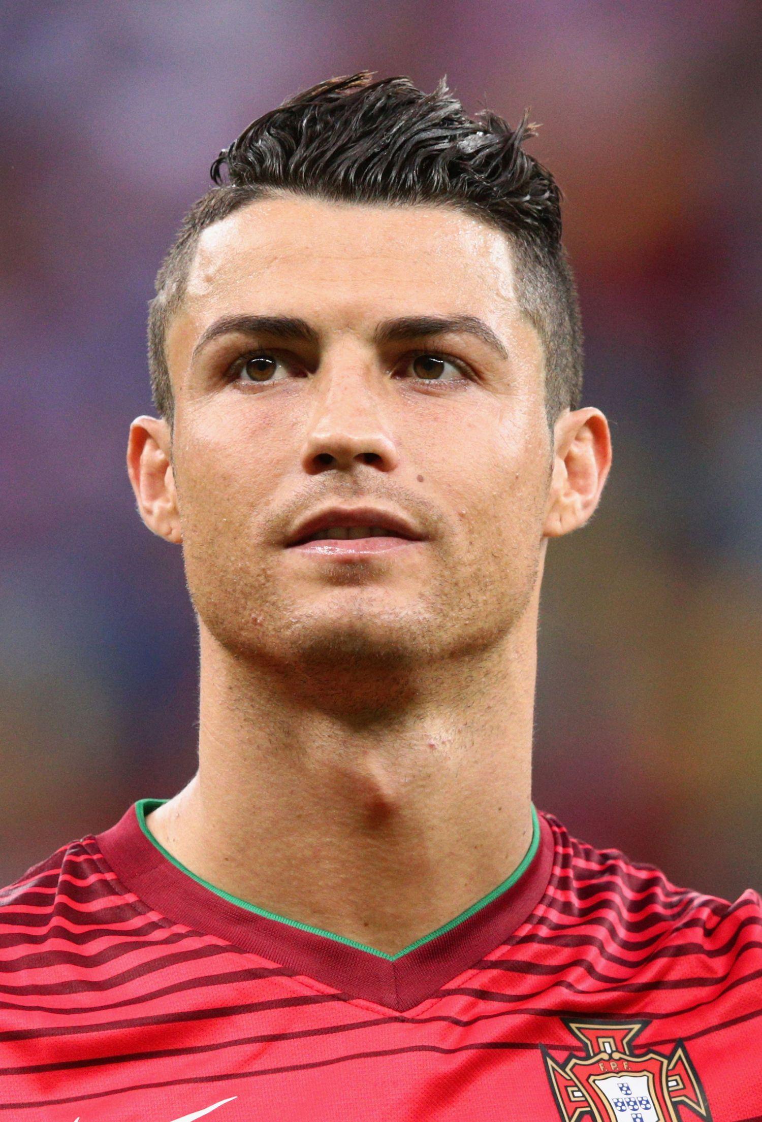 Cristiano Ronaldo With Images Ronaldo Photos Cristiano Ronaldo Hairstyle Ronaldo