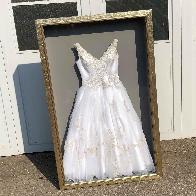 """Brautkleidrahmung """"Dress in a Box"""" #brautkleid #hochzeitskleid"""