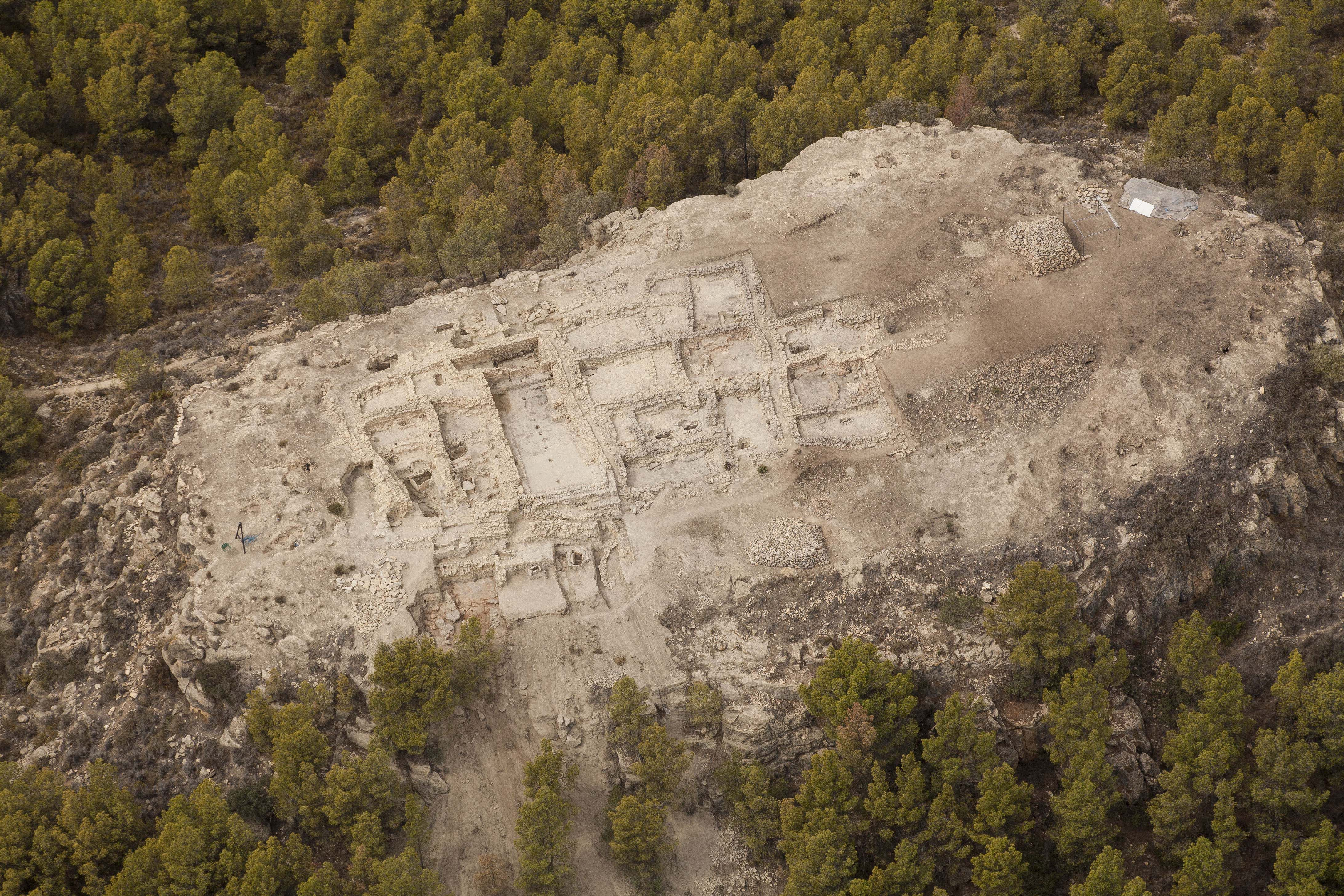 """An excavation conducted in August by the researchers of the UAB's Department of Prehistory has made evident the unique archaeological wealth of La Almoloya site, located in Pliego, Murcia. The site was the cradle of the """"El Argar"""" civilisation which lived in the south-eastern part of the Iberian Peninsula during the Bronze Age."""