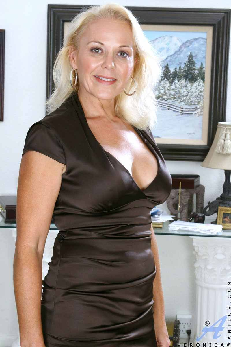 Nude cougars women