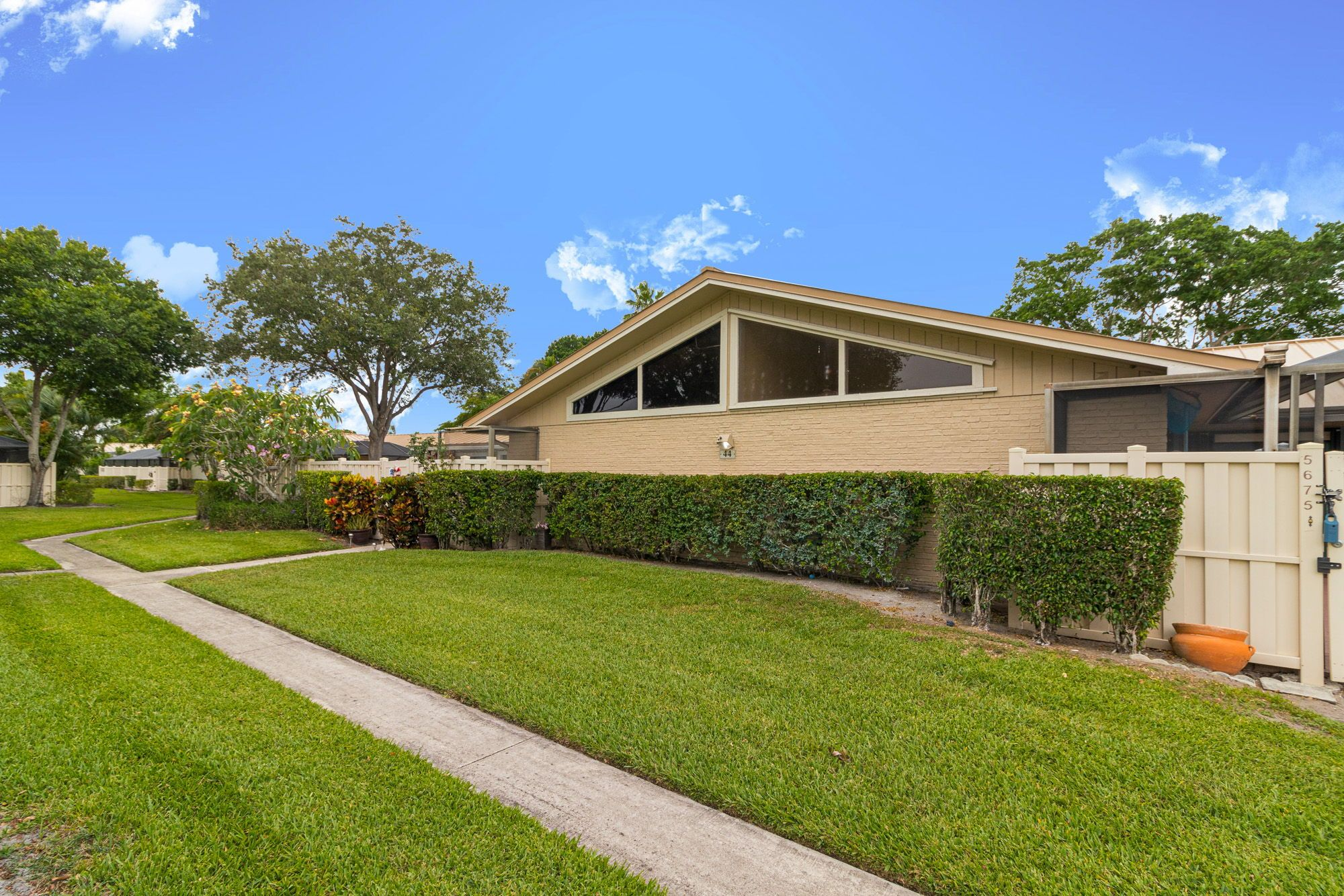 6e5d62f12697b59867c0cf91e7e6bb7b - Westwood Gardens Palm Beach Gardens For Rent