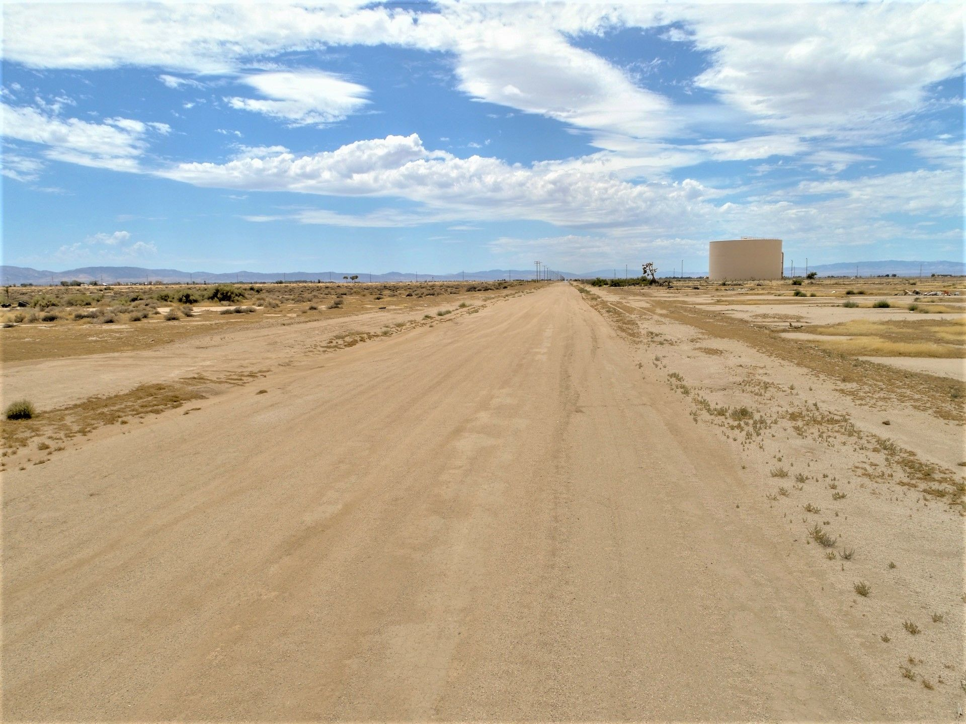 Lancaster California Mountain View 2 54 Acres Homesite With Electric 598 Down Elegment Land In 2020 California Mountains Lancaster California San Gabriel Mountains