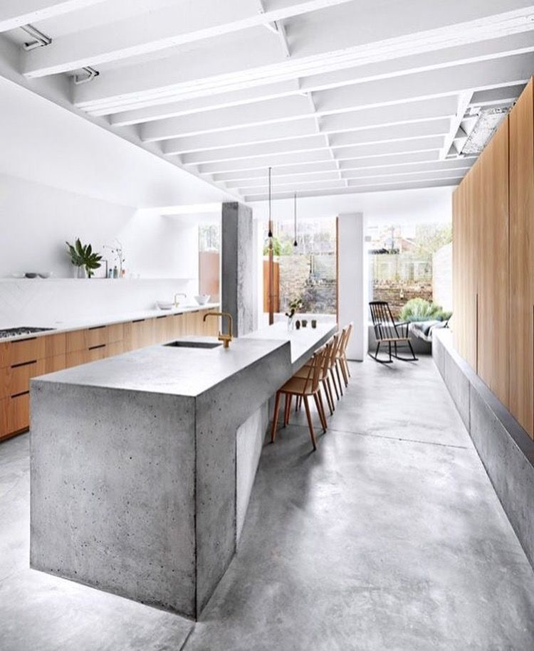 White ceiling and beams in kitchen  House Laurence 2017