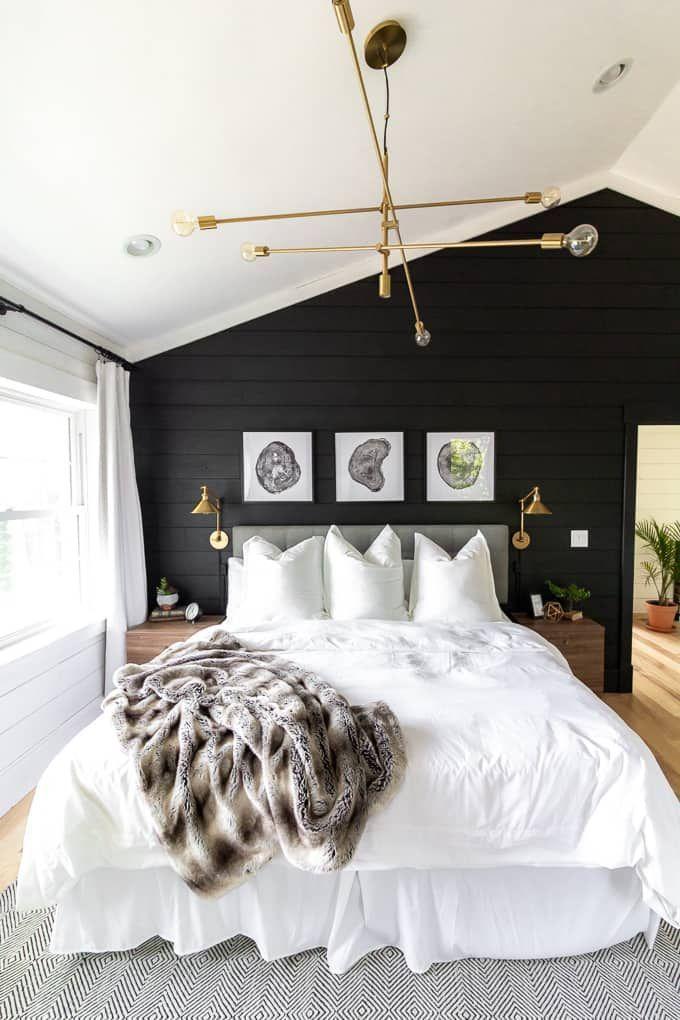 Photo of Modernes Vorlagenschwarzweiss-schlafzimmer –  Weiße Bettwäsche im Hauptschlafz…