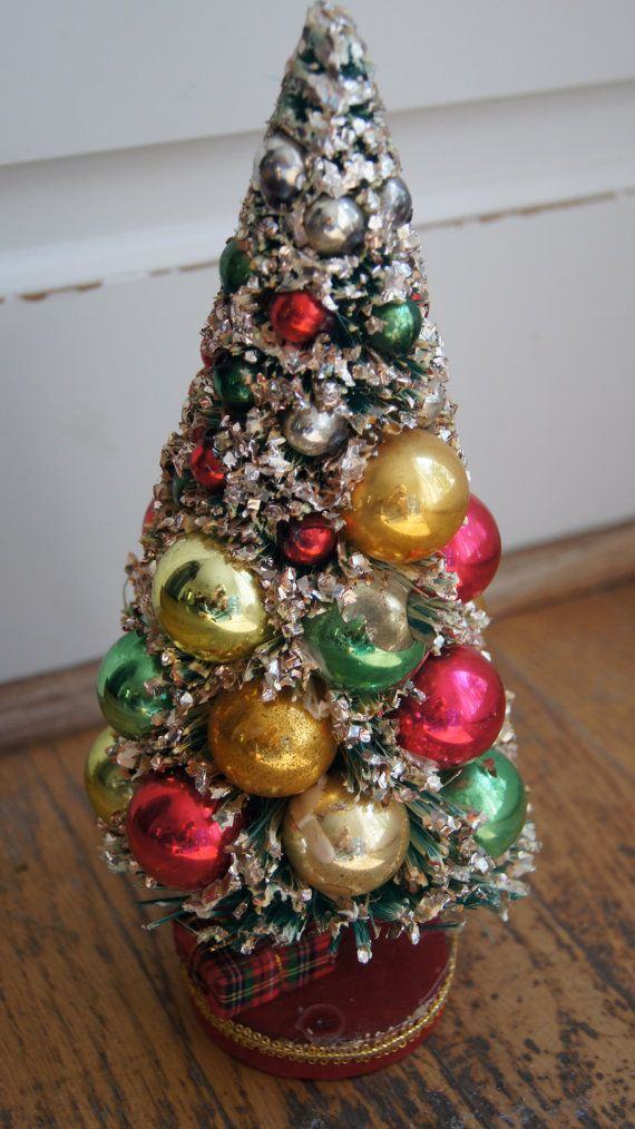 Vintage bottle brush christmas tree with by for Bottle brush christmas tree decorations
