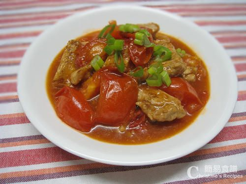 鮮茄燴豬扒【配家傳煮汁】Pork Chops in Tomato Sauce from 簡 易食譜 http://www.christinesrecipes.com/2009/04/pork-chops-in-tomato-sauce.html