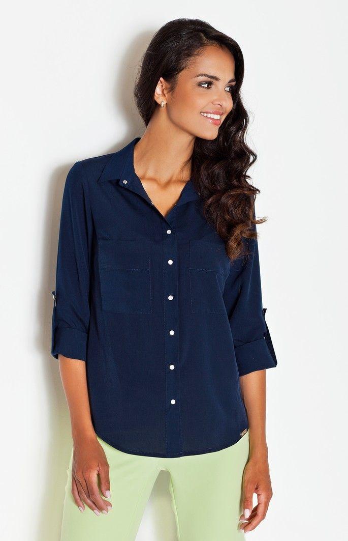 Jolie chemise bleue parfaite en toute occasion.