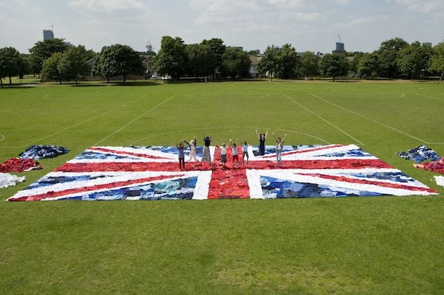 Marks & Spencer and Oxfam create giant GB flag from unwanted clothes. The story: http://osocio.org/message/marks_spencer_and_oxfam_create_giant_gb_flag_from_unwanted_clothes_shwoppin/  #shwopping #oxfam #M