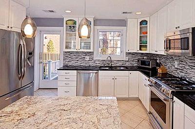 Kühlschrank Xxl Schwarz : Typisch amerikanische küche mit kochinsel und doppelseitigem xxl
