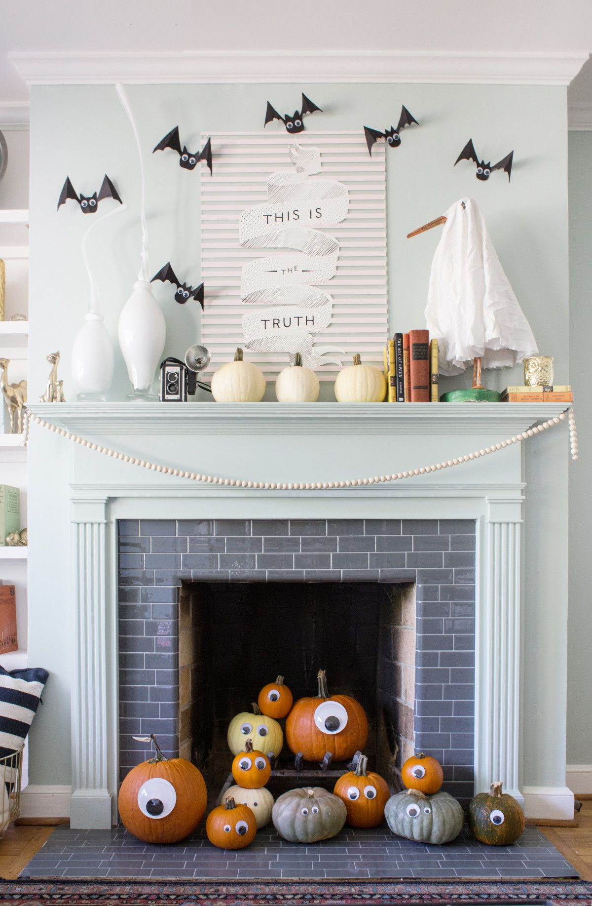 Cute And Easy Halloween Mantel Decor Halloween mantel
