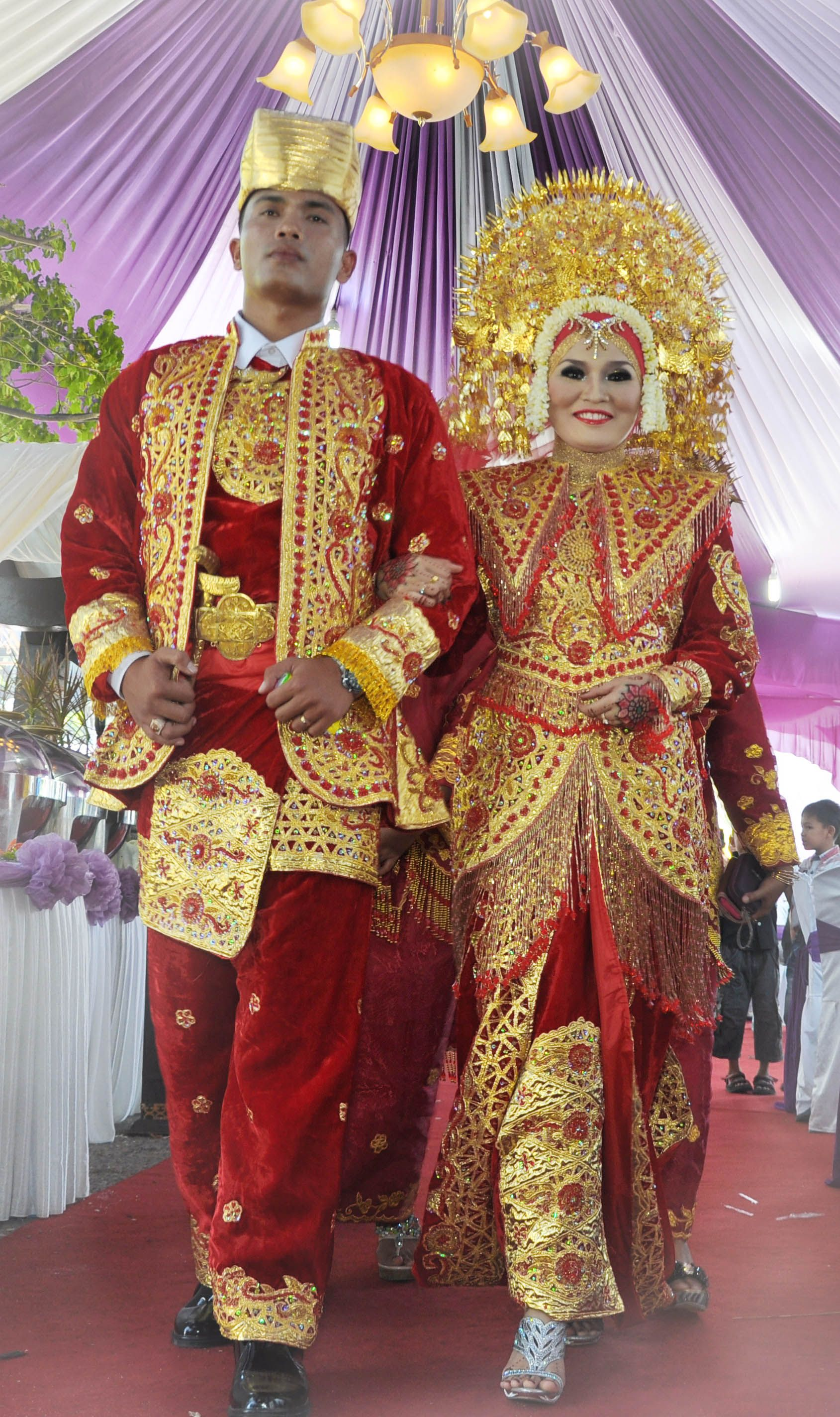 Pakaian Adat Tradisional Sumatera Barat