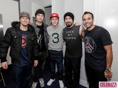 Niall hangs with the Backstreet Boys! http://bit.ly/Ju6dbp Boy band worlds have collided!