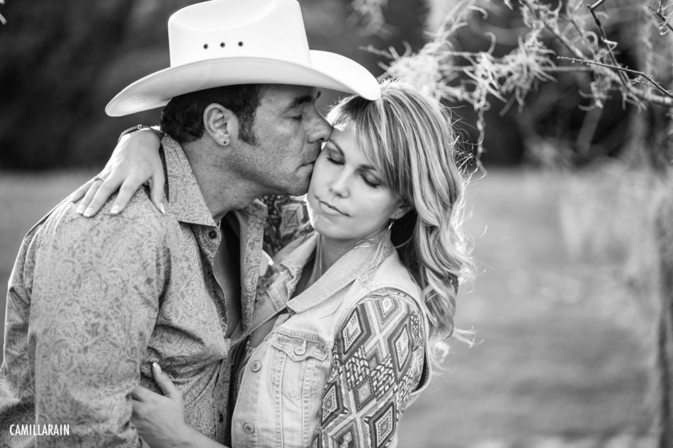 what to wear for country engagement photos