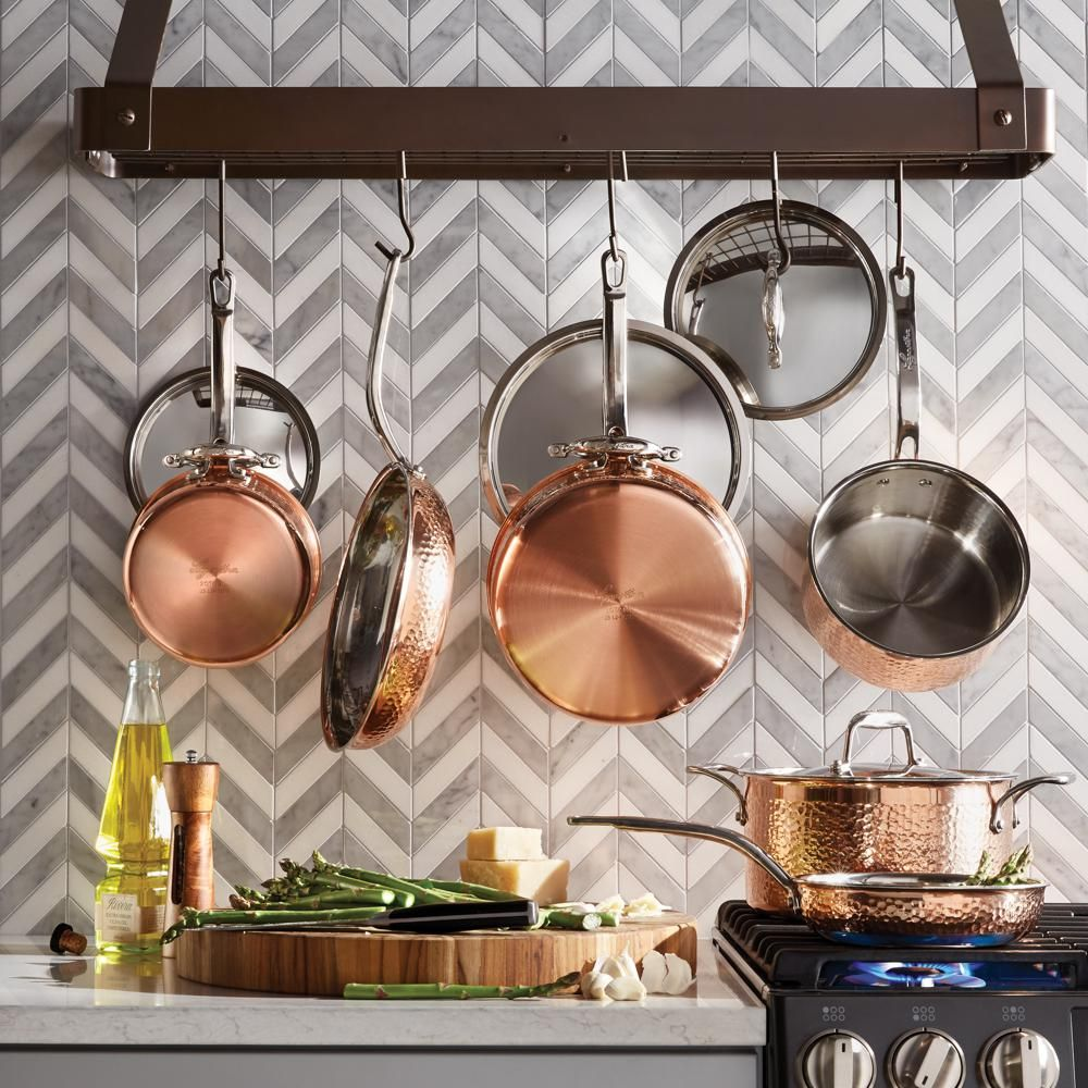 Love this pot rack and ium still in love with copper kitchen