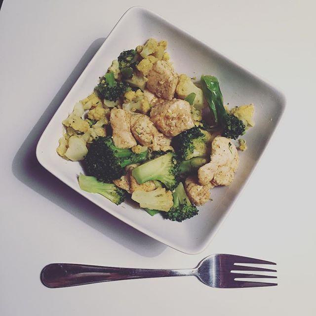 Det smager faktisk rigtig godt  #mennærrigt #blomkål #broccoli #kylle #eatclean #food #foodporn #dennisiandk #fitfam #fitfamdk #fitness blomkål