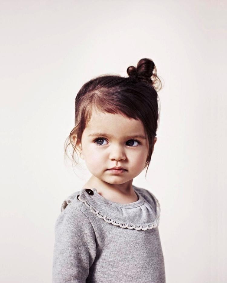fr kleinere Kinder  seitlich das Haar zusammenstecken