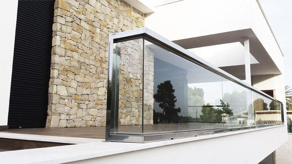 14 Fachadas de casas con balcon de cristal