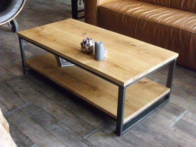 Cette table basse en ch ne et acier est r alis e la for Desserte style industriel