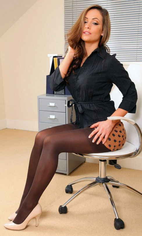 Japanese office lady loves pantyhose foot fetish sex