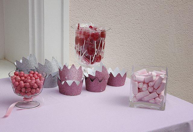 El bautizo de Micaela I: La decoración, banderines, bautizo, decoración, baptism, decoration, pink, rosa, sweet, table, baby. candy, buffet de chuches, peladillas, coronas,