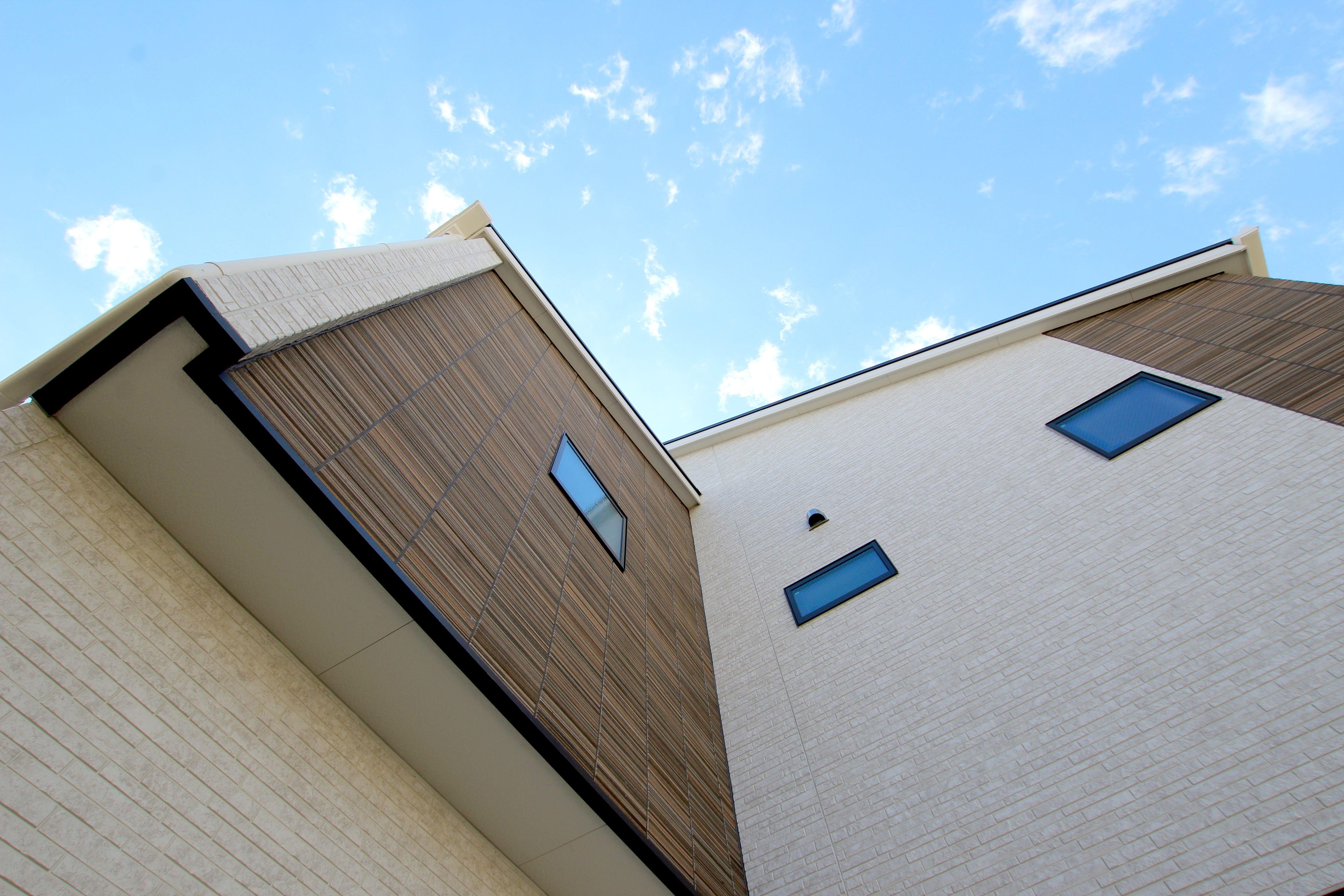 茶系のカラーで落ち着いた外観の家 外観 外壁 サイディング