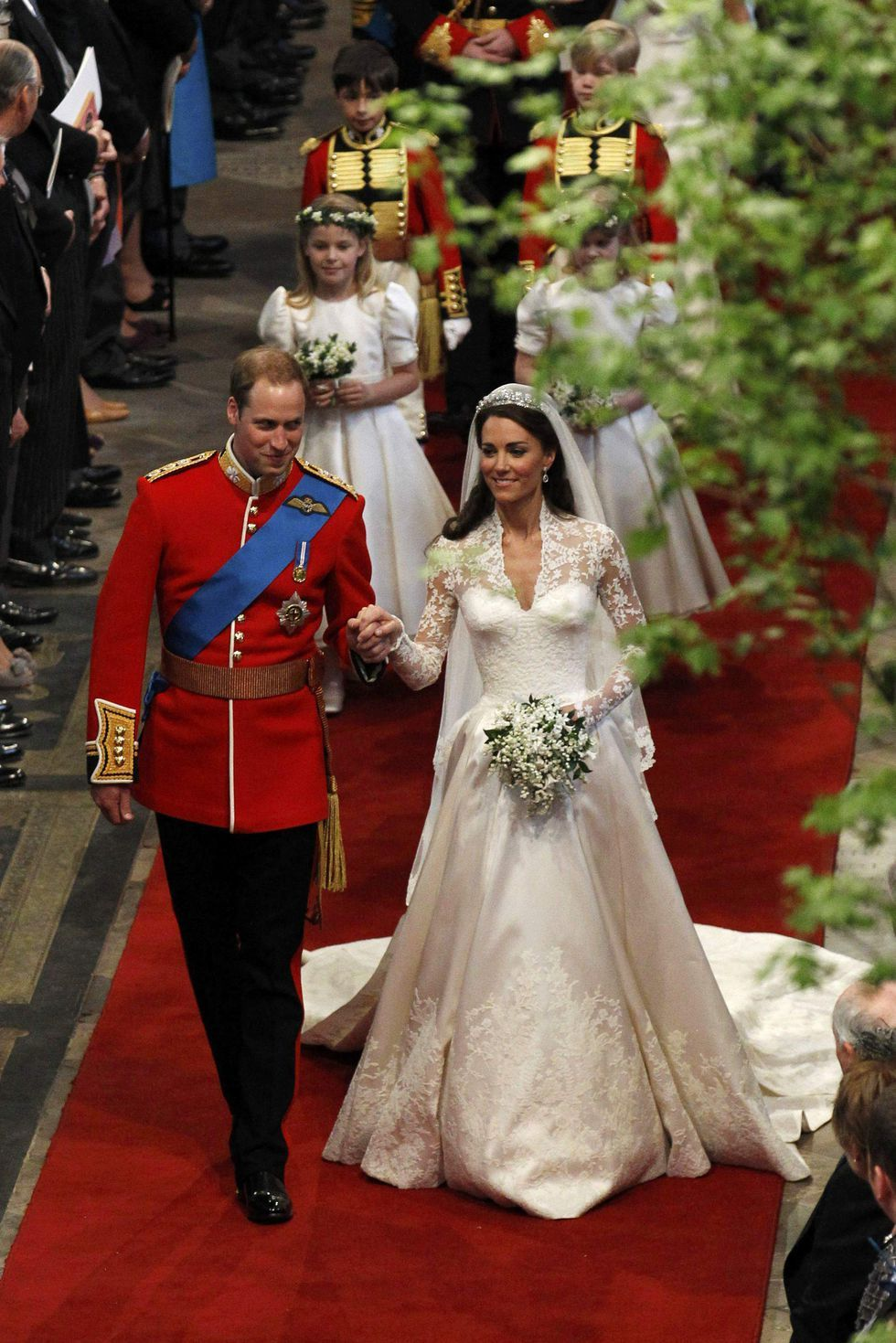 30 Beautiful Wonderful Heartwarmingly Loved Up Photos From Prince William And Kate Middleton S Royal Wedding Kate Middleton Wedding Dress Kate Middleton Wedding Royal Wedding Dress