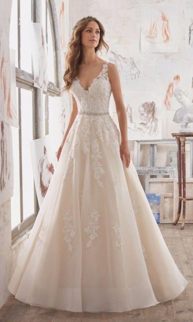 tendance robe du mari e 2017 2018 60 affordable wedding dresses under 1 000 mariage. Black Bedroom Furniture Sets. Home Design Ideas