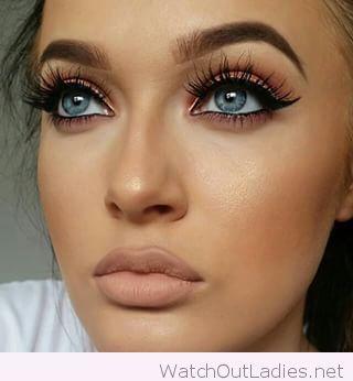 blue eye nudes