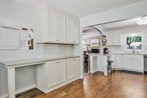 7423 E Plaza Ln, Wichita, KS 67206 | Kitchen cabinets ...