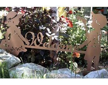 Metal Art Boy and Girl Garden Welcome Sign