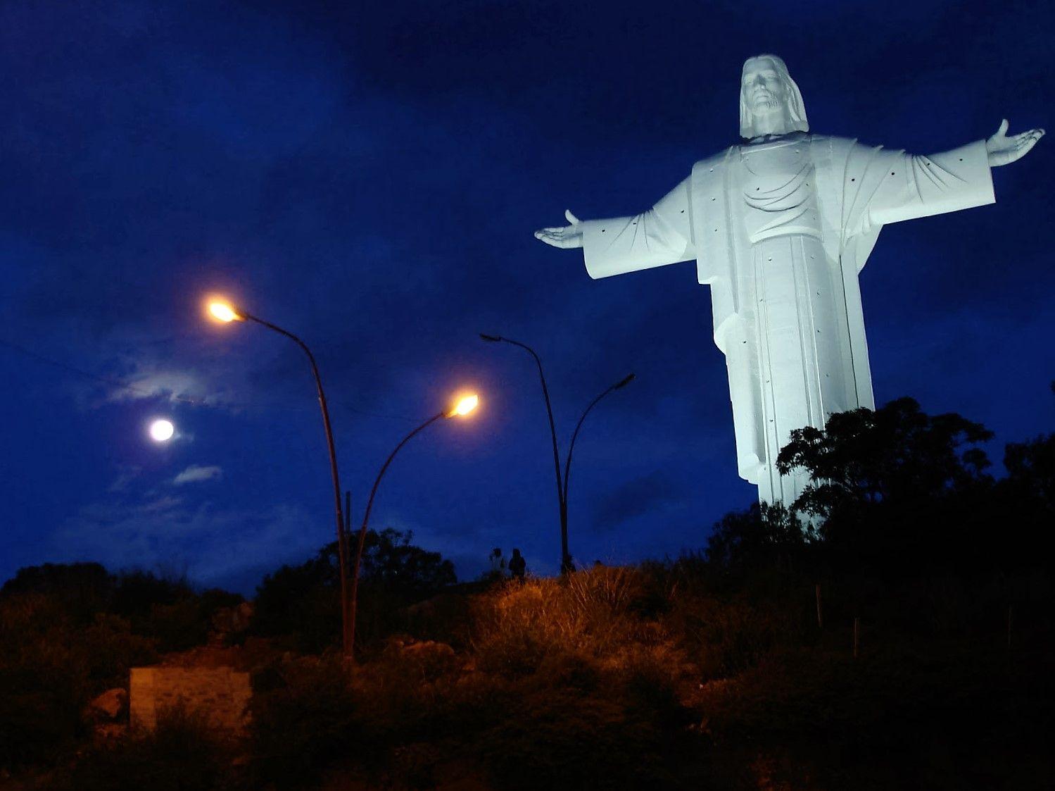 Cristo De La Concordia Cochabamba Bolivia Cristo Paisajes De Bolivia Bolivia