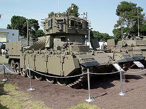 ナグマホン イスラエル軍が作った格下のゲリラ共を一方的に機関銃でなぶり殺しにしてやるぜマシーン。完全武装の歩兵10名を搭載でき全周囲に向けられた武装は奇襲対策もバッチリで、この独特なシルエットは初見時のインパクト抜群である。