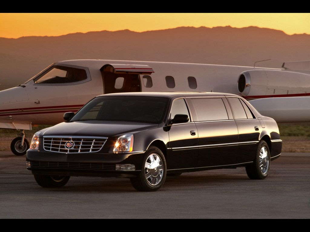 Enjoy The Best Limo To Airport Services At Affordable Prices Airport Limo Service Limousine Car Chauffeur Service