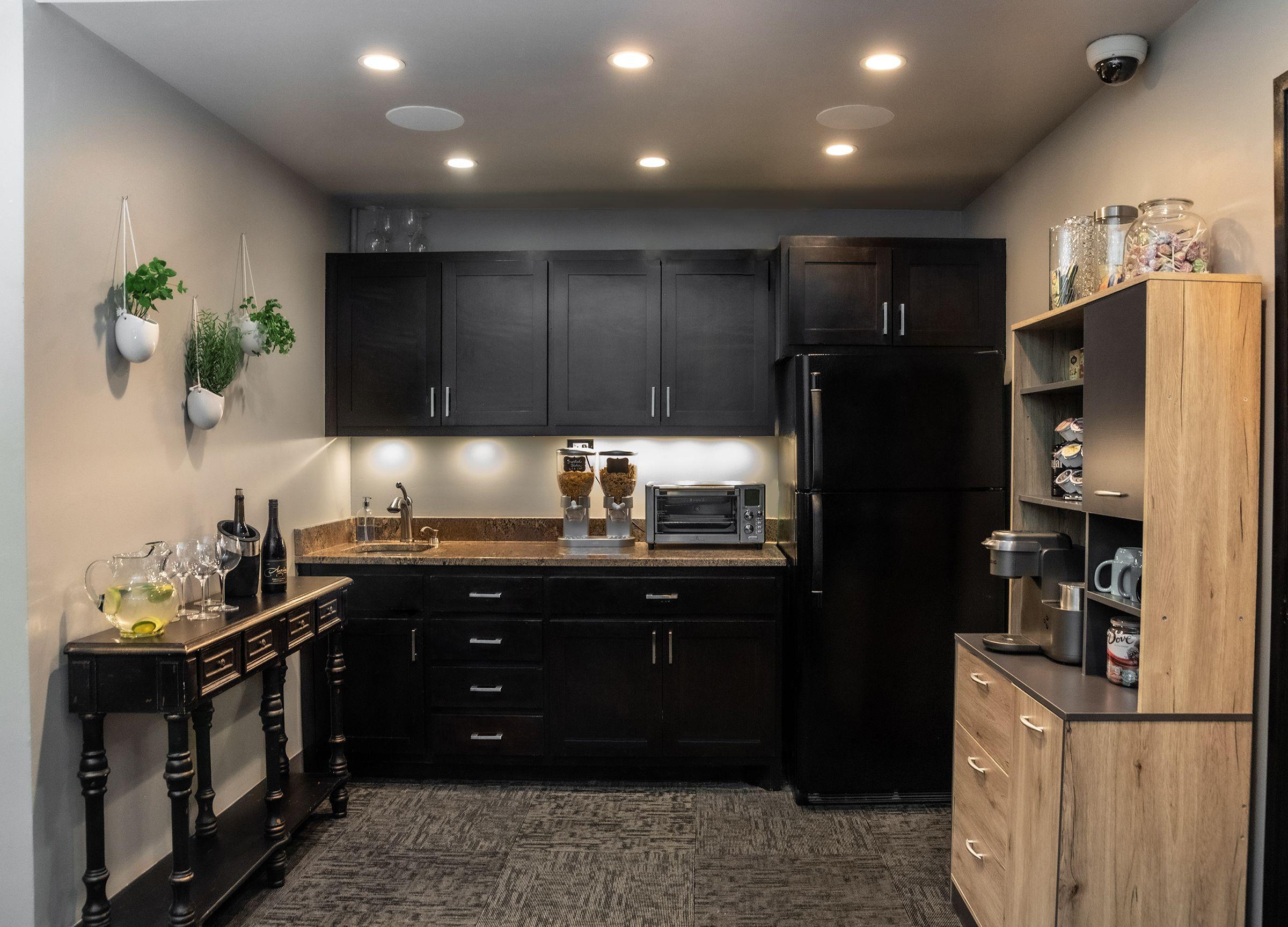 Kitchen At Offishare Tulsa In 2020 Kitchen Home Decor Kitchen Cabinets