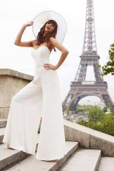 Vestiti Da Sposa Non Convenzionali.Abito Non Convenzionale Da Sposa Con Pantaloni Timeless Wedding Gown