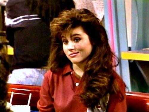 Kelly Kapowski Kelly Kapowski Brown Wavy Hair Tiffani Amber Thiessen