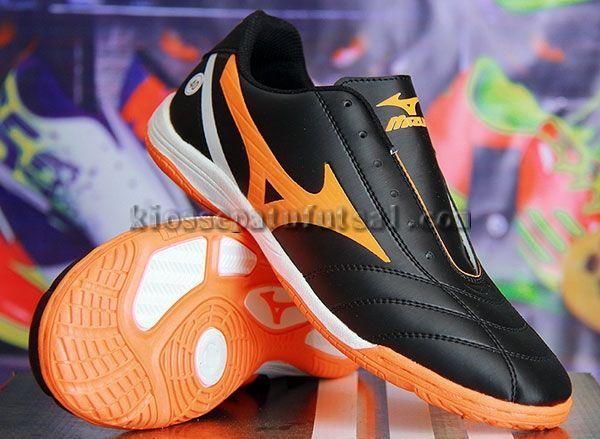 Pin Oleh Sepatu Futsal Di Sepatu Futsal Di 2019 Sepatu Dan Hitam