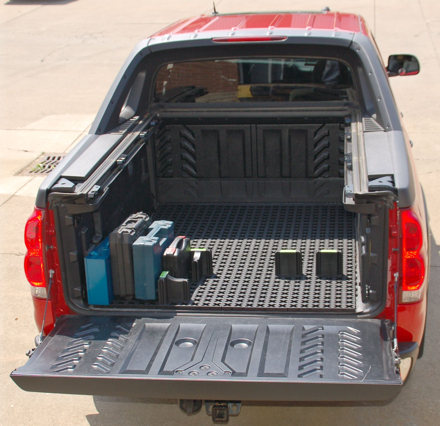 Cargo for truck bed. Truck bed, Radio