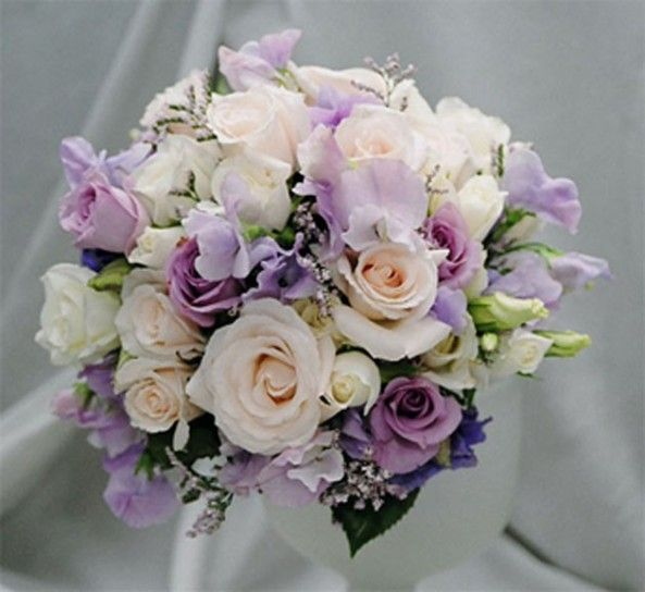 Bouquet Sposa Bianco E Lilla.Bouquet Di Rose Colorate Per La Sposa Bouquet Lilla E Bianco
