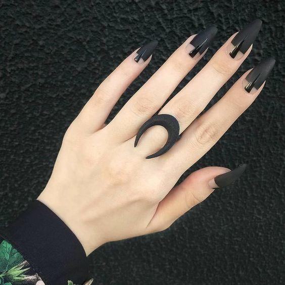 Las Uñas Negras Son Tendencia