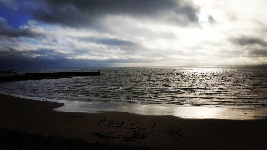 A brisk Christmas Day walk down to the beach.