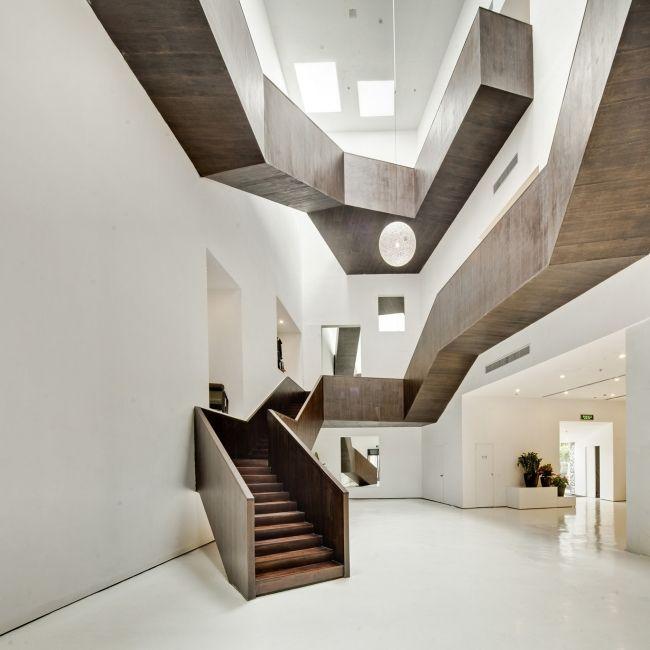 Skulpturale treppe geometrische linien raum ideen rund for Raumtreppe