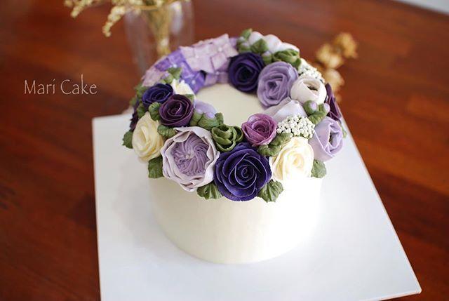 My Hongkong student work #flowercake #maricake #Hongkong #flower #cake #class #buttercreamrose #buttercreamflower #buttercream #buttercreamcake #rose #anemone #davidaustinroses #hydrangea #eucalyptus #puple #cupcake #cupcakes #flowercakeclass #플라워케이크 #마리케이크 #케이크 #먹스타그램 #맛스타그램 #꽃스타그램 #빵스타그램