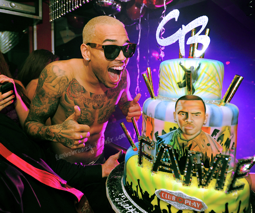 Astounding Yum Him And The Cake Lol With Images Chris Brown Chris Personalised Birthday Cards Veneteletsinfo