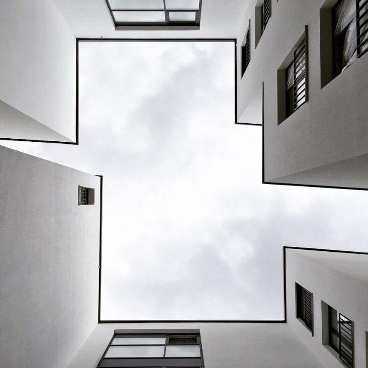 Wei nr 2 white contemporary architecture bremen for Bauhaus architektur heute